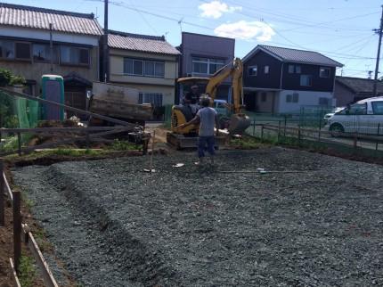 基礎砕石敷き