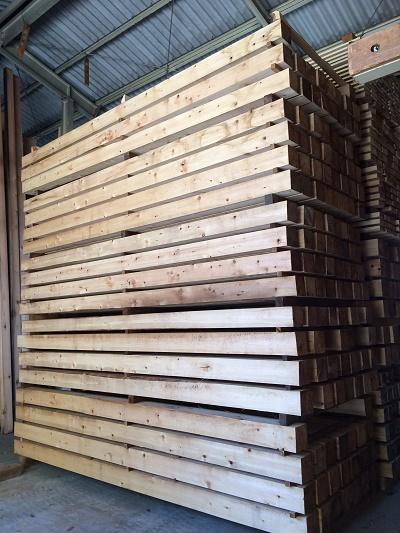 豊橋市ハミングの製材工場 ヒノキ柱乾燥
