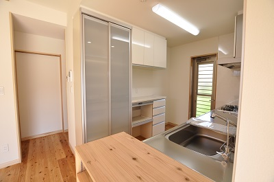 4 表示する 豊橋市多米中町 I様邸 キッチン 既製食器棚