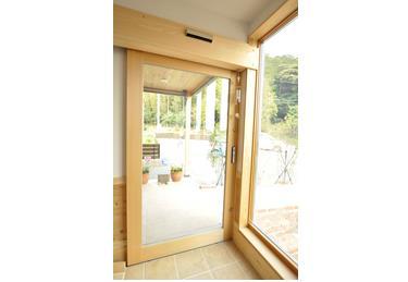 木製ドア 豊橋市多米西町 ナチュラルファミリークリニック