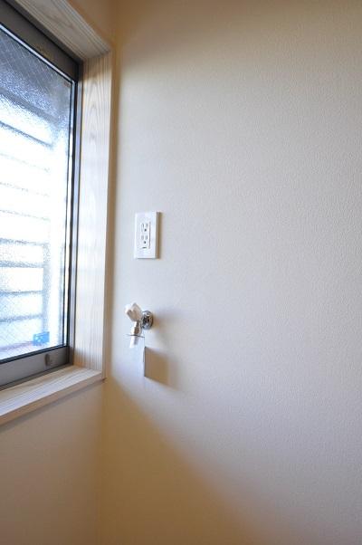 8豊橋市松村町 M様邸 洗面脱衣室 塗り壁 洗濯用水栓