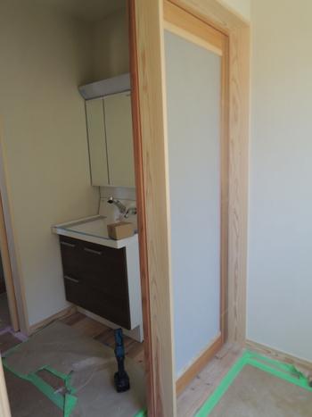 脱衣場と洗面所の仕切
