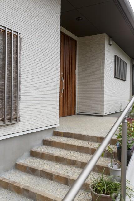 M様邸(多米東町) 玄関アプローチ